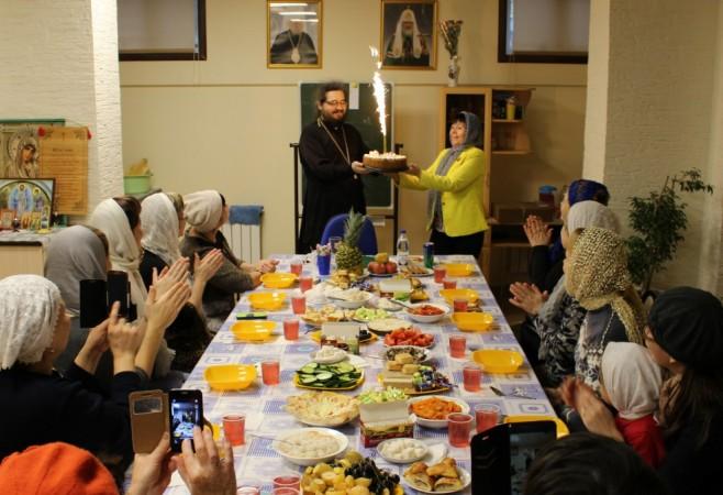 Верующие с нарушением слуха поздравили духовника общины с Днем Рождения