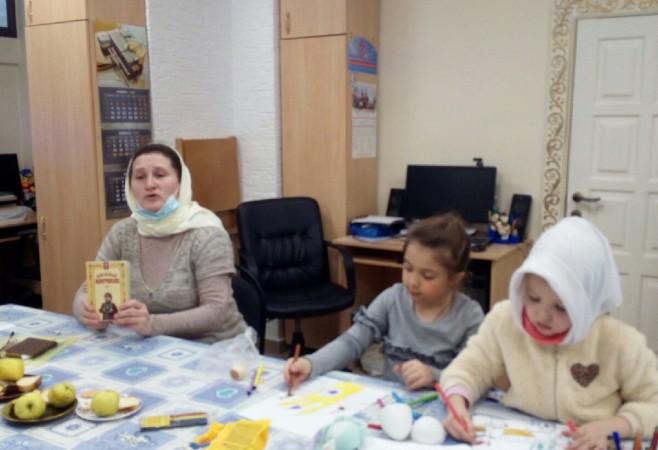 Воспитанникам воскресной школы рассказали о необходимости чтения утренних и вечерних молитв