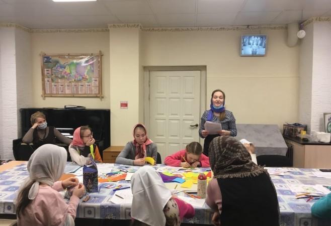 Воспитанникам воскресной школы рассказали о Таинстве Причащения