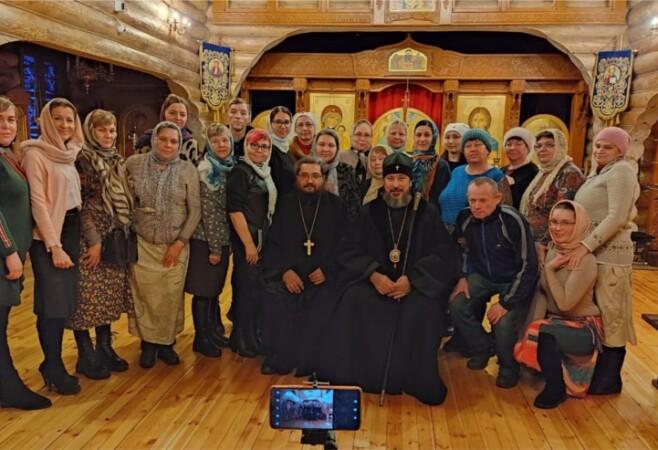 Владыка Савватий встретился с общиной глухих и слабослышащих в храме в честь иконы Божией Матери «Скоропослушница»